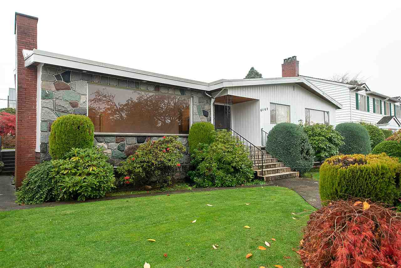 "Main Photo: 6169 FREMLIN Street in Vancouver: Oakridge VW House for sale in ""OAKRIDGE"" (Vancouver West)  : MLS®# R2326394"