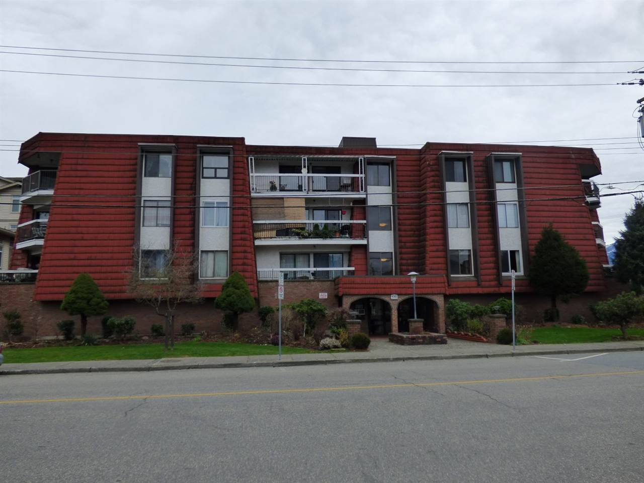 Main Photo: 307 9080 MARY Street in Chilliwack: Chilliwack W Young-Well Condo for sale : MLS®# R2337885