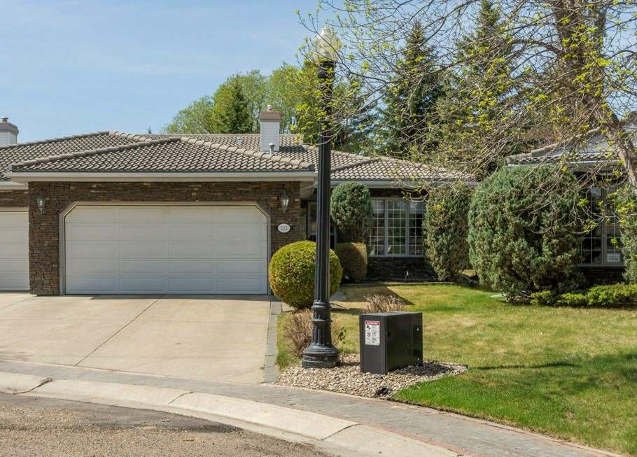 Main Photo: 222 country club Point in Edmonton: Zone 22 House Half Duplex for sale : MLS®# E4155068