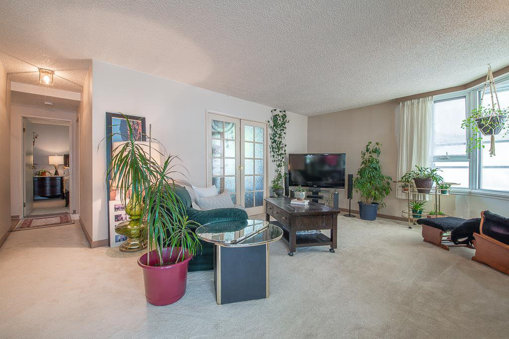 """Main Photo: 401 5790 PATTERSON Avenue in Burnaby: Metrotown Condo for sale in """"THE REGENT"""" (Burnaby South)  : MLS®# R2397207"""
