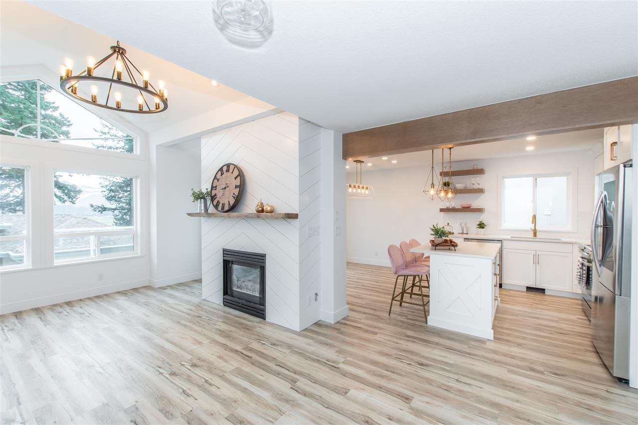 """Main Photo: 14 8590 SUNRISE Drive in Chilliwack: Chilliwack Mountain Townhouse for sale in """"MAPLE HILLS"""" : MLS®# R2423396"""