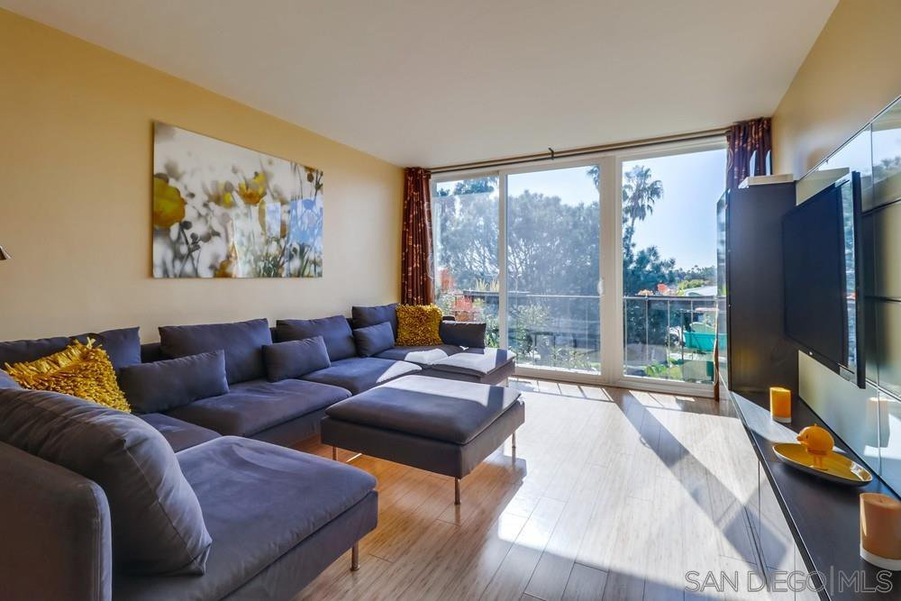 Main Photo: PACIFIC BEACH Condo for sale : 1 bedrooms : 2266 Grand Ave #31 in San Diego