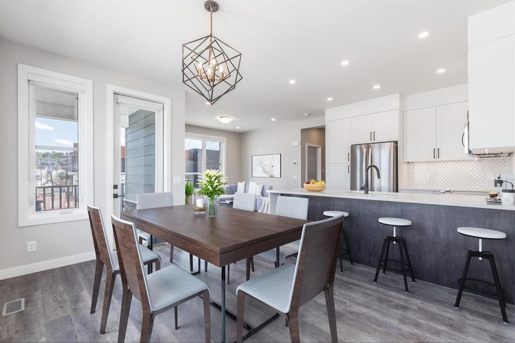 Main Photo: 137 Crestridge Common SW in Calgary: Crestmont Row/Townhouse for sale : MLS®# A1048109