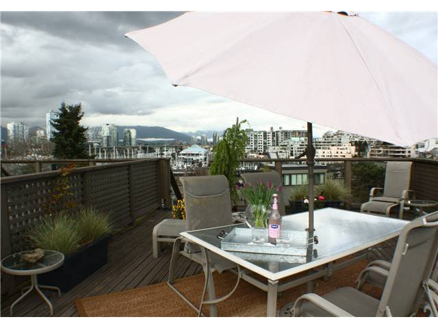 """Main Photo: 860 GREENCHAIN in Vancouver: False Creek Townhouse for sale in """"HEATHER POINT"""" (Vancouver West)  : MLS®# V884740"""