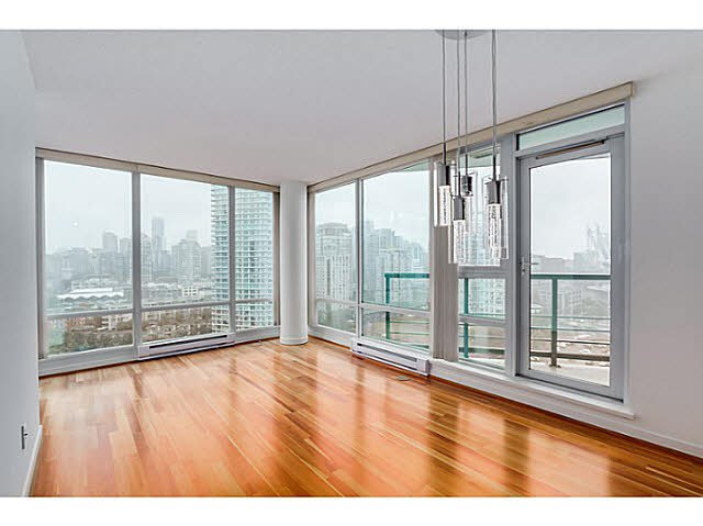 "Main Photo: 2101 1033 MARINASIDE Crescent in Vancouver: Yaletown Condo for sale in ""QUAY WEST"" (Vancouver West)  : MLS®# V1086018"