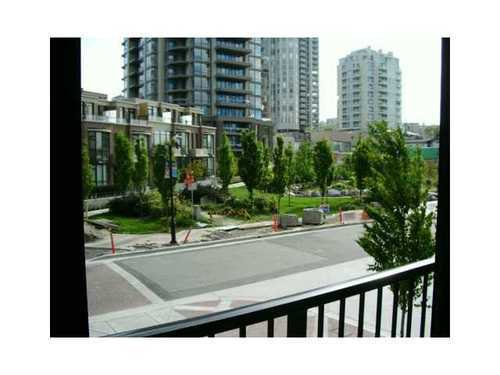 Photo 8: Photos: 307 175 1ST Street in North Vancouver: Lower Lonsdale Home for sale ()  : MLS®# V825167