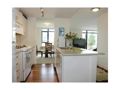 Photo 2: Photos: 307 175 1ST Street in North Vancouver: Lower Lonsdale Home for sale ()  : MLS®# V825167