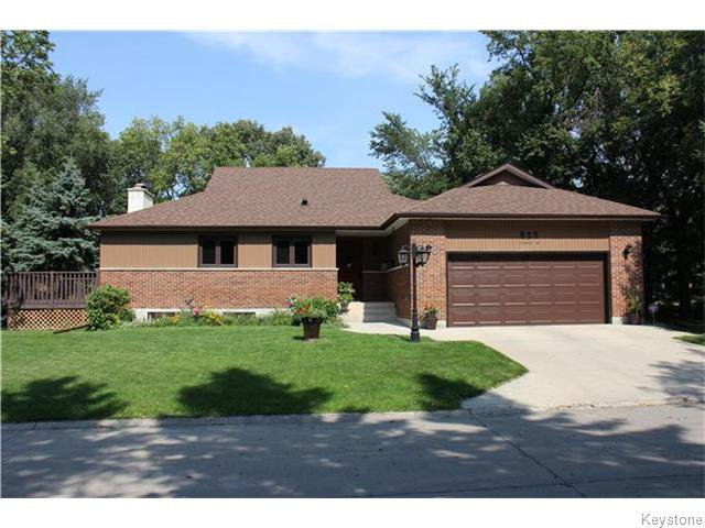 Main Photo: 825 Kilkenny Drive in Winnipeg: Fort Richmond Residential for sale (1K)  : MLS®# 1623586