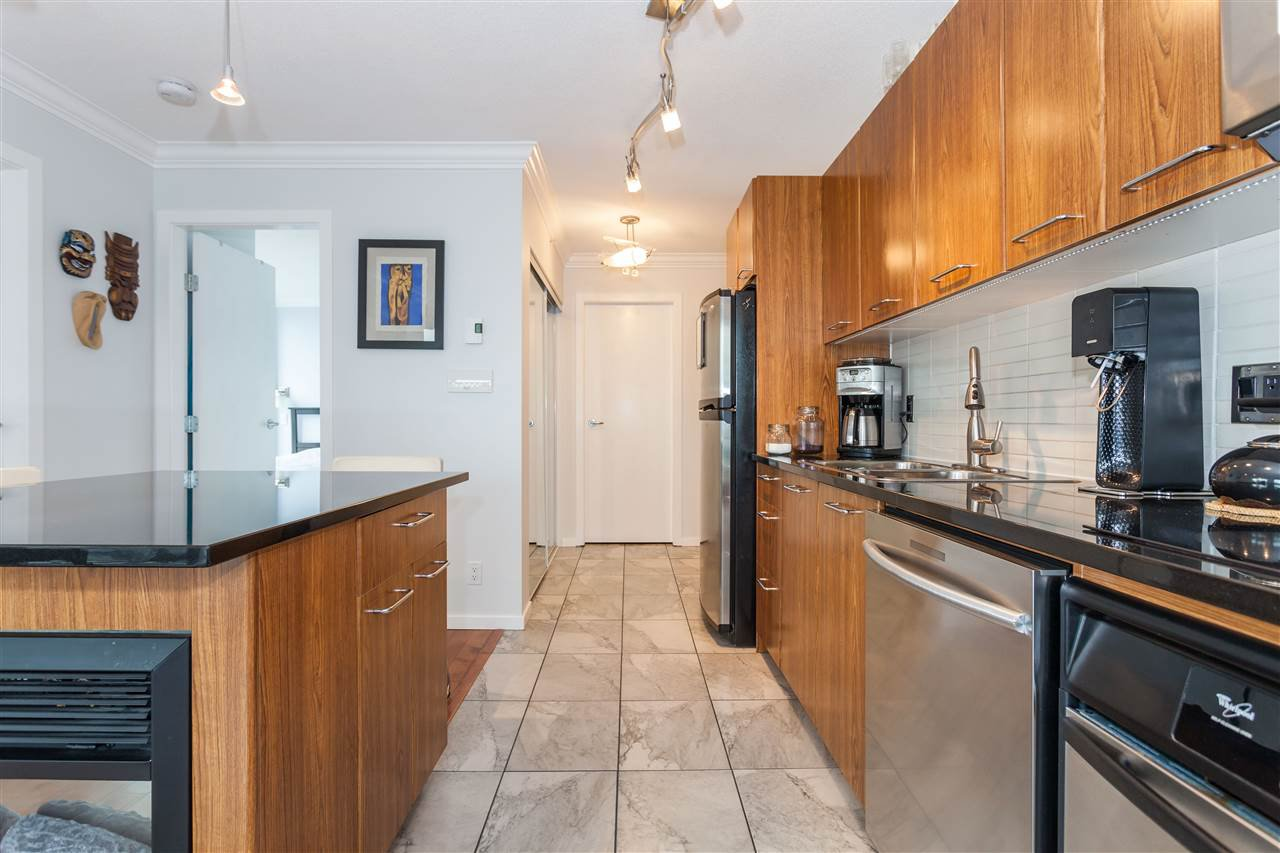 "Photo 4: Photos: 2008 1155 SEYMOUR Street in Vancouver: Downtown VW Condo for sale in ""BRAVA"" (Vancouver West)  : MLS®# R2138571"