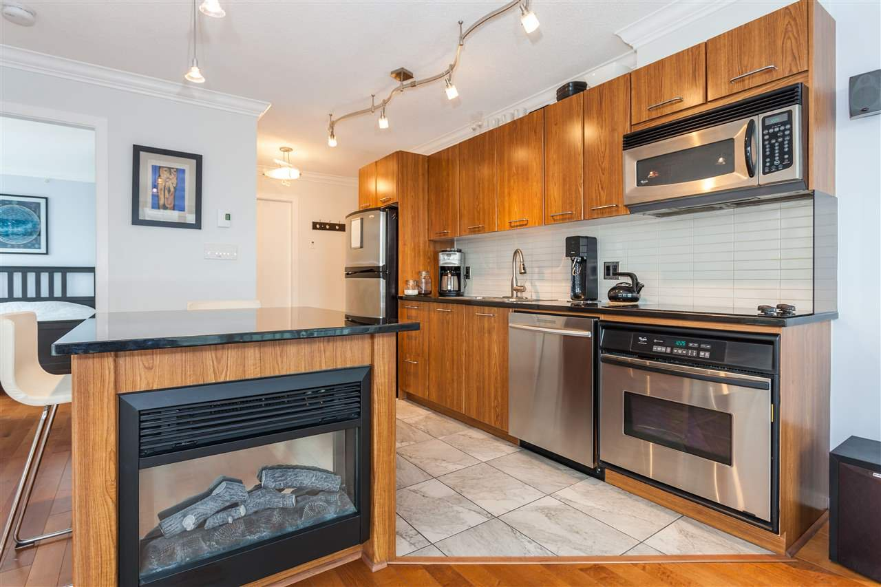 "Photo 3: Photos: 2008 1155 SEYMOUR Street in Vancouver: Downtown VW Condo for sale in ""BRAVA"" (Vancouver West)  : MLS®# R2138571"