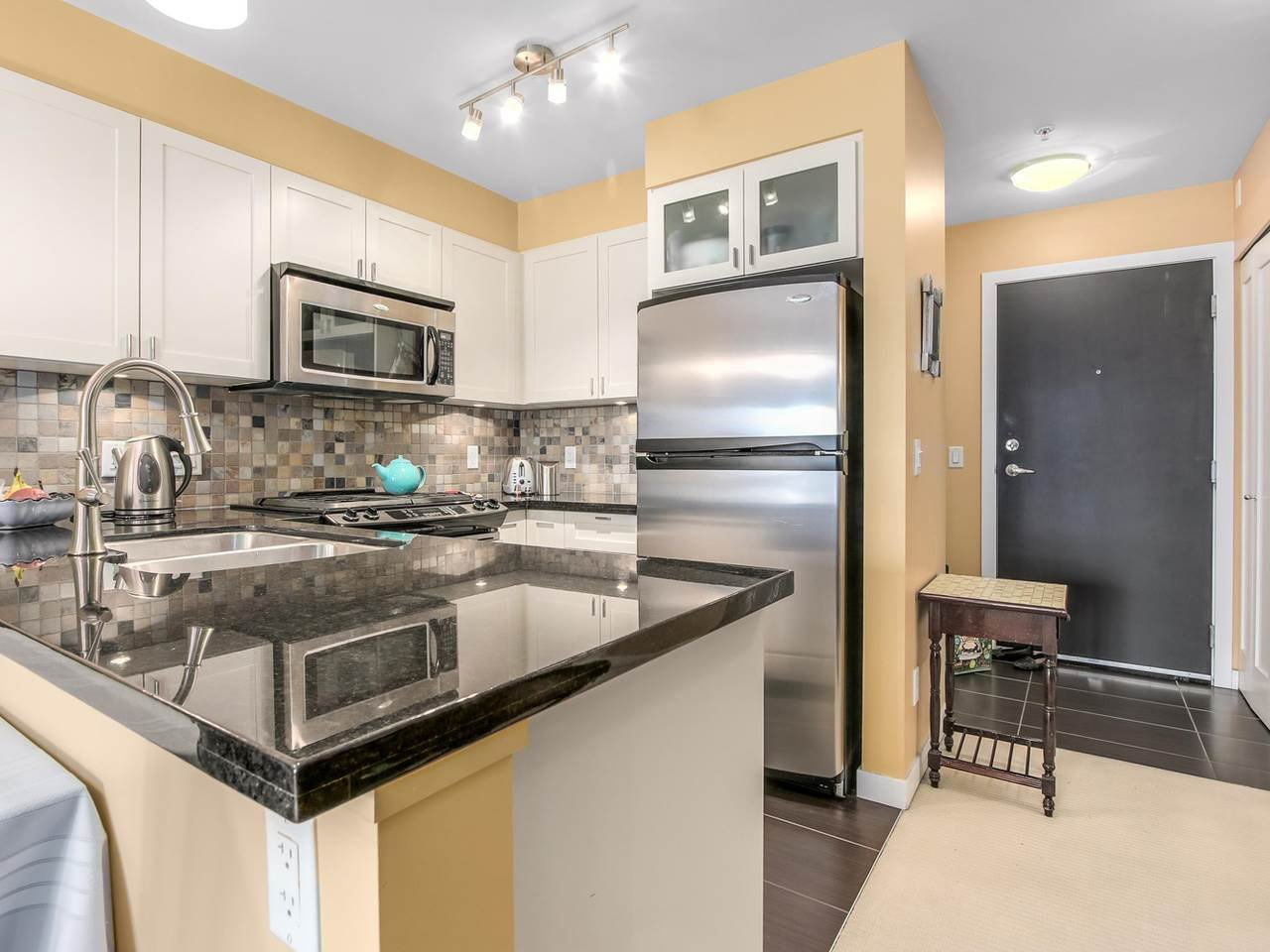 "Photo 5: Photos: 304 405 SKEENA Street in Vancouver: Renfrew VE Condo for sale in ""THE JASMINE"" (Vancouver East)  : MLS®# R2150679"