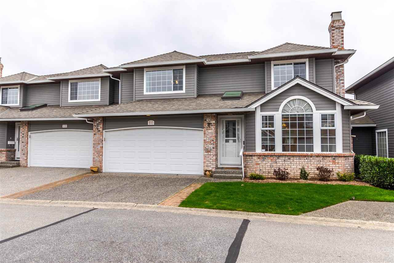 "Main Photo: 111 6109 W BOUNDARY Drive in Surrey: Panorama Ridge Townhouse for sale in ""Lakewood Gardens"" : MLS®# R2153090"