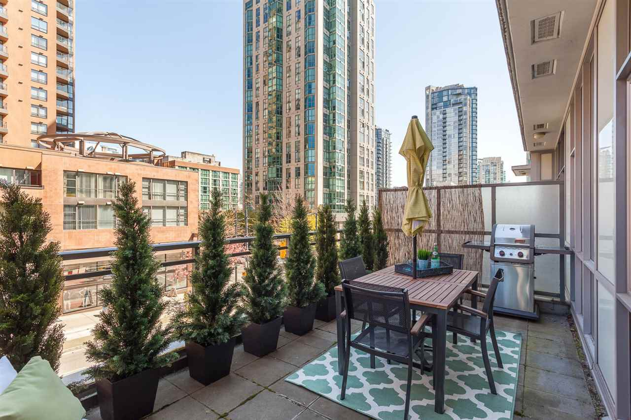 """Main Photo: 303 1205 HOWE Street in Vancouver: Downtown VW Condo for sale in """"Alto"""" (Vancouver West)  : MLS®# R2159218"""