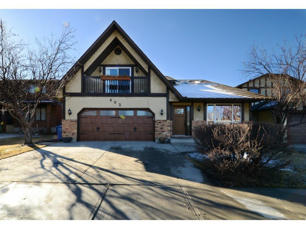 Main Photo: 403 Silvergrove Drive NW in Calgary: Silver Springs House for sale : MLS®# C4000840