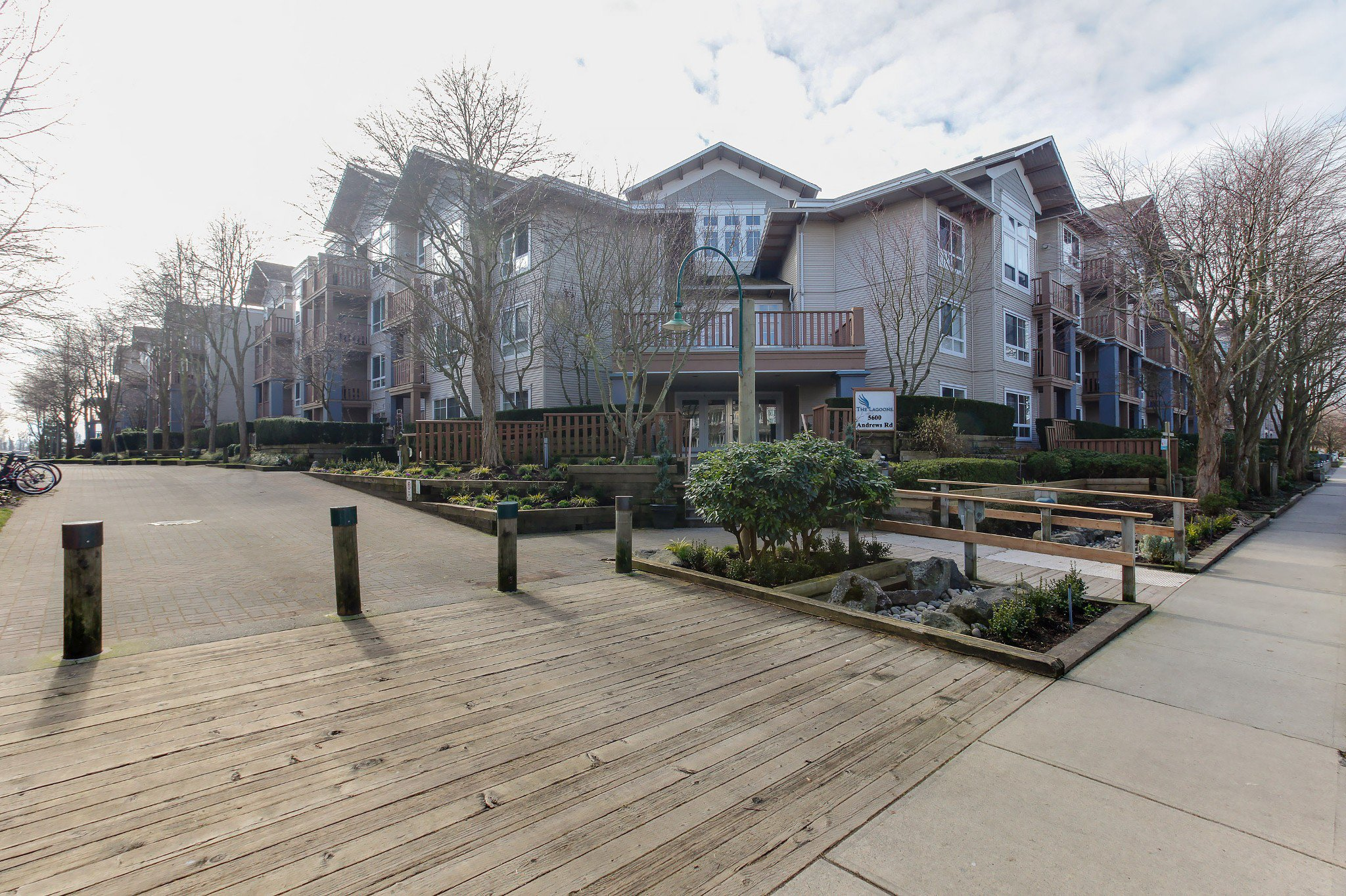 "Main Photo: 105 5600 ANDREWS Road in Richmond: Steveston South Condo for sale in ""THE LAGOONS"" : MLS®# R2246426"
