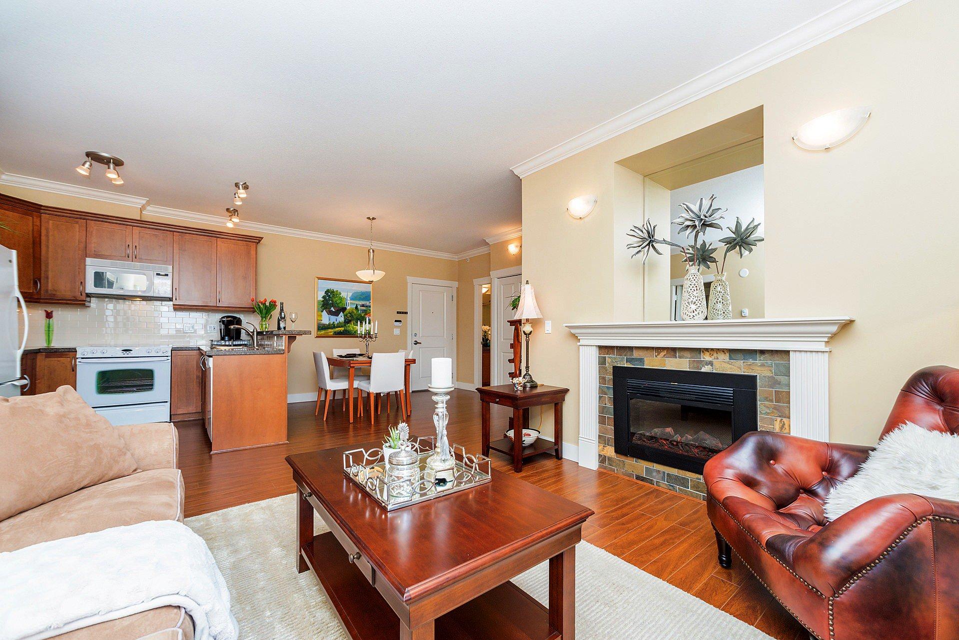 """Photo 11: Photos: 408 15368 17A Avenue in Surrey: King George Corridor Condo for sale in """"OCEAN WYNDE"""" (South Surrey White Rock)  : MLS®# R2249492"""