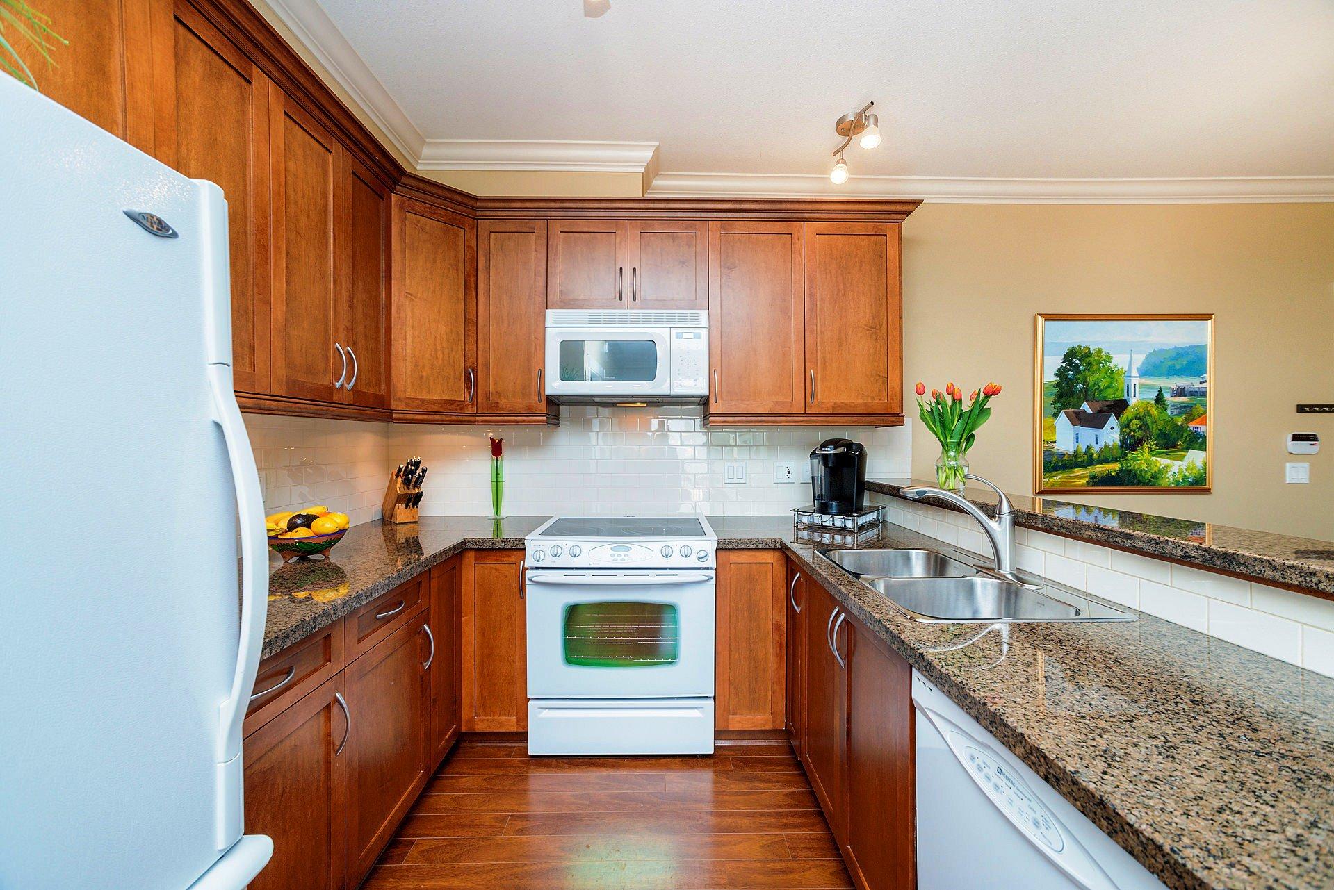 """Photo 8: Photos: 408 15368 17A Avenue in Surrey: King George Corridor Condo for sale in """"OCEAN WYNDE"""" (South Surrey White Rock)  : MLS®# R2249492"""
