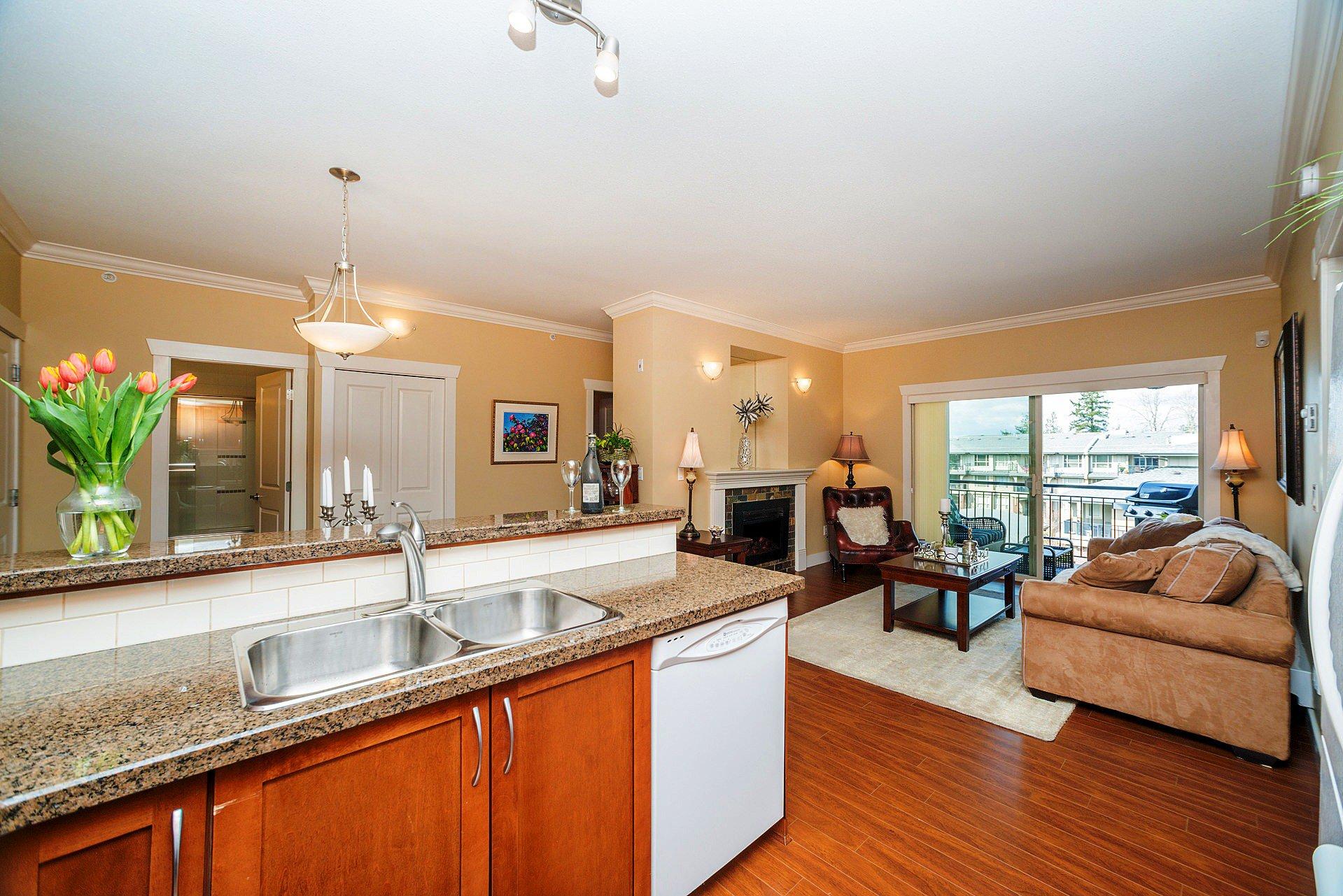 """Photo 9: Photos: 408 15368 17A Avenue in Surrey: King George Corridor Condo for sale in """"OCEAN WYNDE"""" (South Surrey White Rock)  : MLS®# R2249492"""