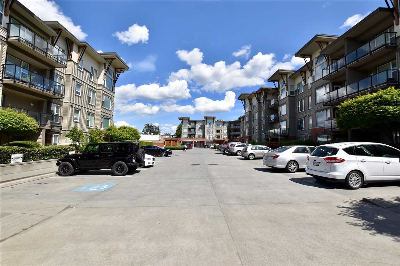 """Main Photo: 405 33538 MARSHALL Road in Abbotsford: Central Abbotsford Condo for sale in """"The Crossing"""" : MLS®# R2273318"""