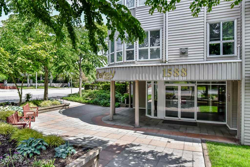 """Main Photo: 316 1588 BEST Street: White Rock Condo for sale in """"The Monterey"""" (South Surrey White Rock)  : MLS®# R2277337"""