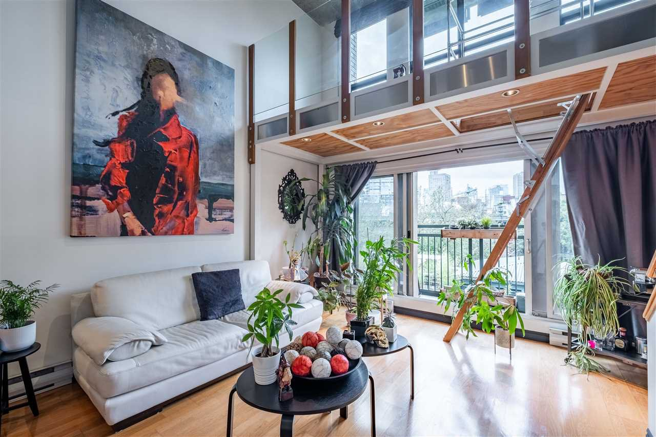 Main Photo: 404 22 E CORDOVA Street in Vancouver: Downtown VE Condo for sale (Vancouver East)  : MLS®# R2474075