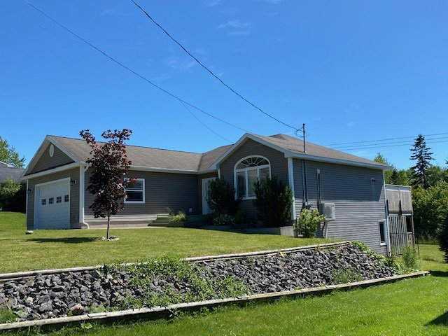 Main Photo: 102 Parkwood Drive in Sydney River: 202-Sydney River / Coxheath Residential for sale (Cape Breton)  : MLS®# 202014054