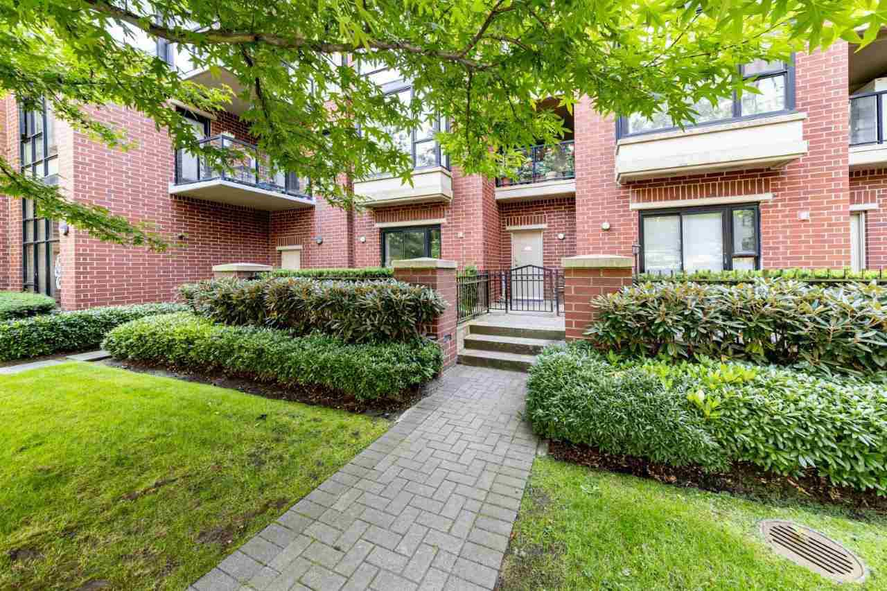 "Main Photo: 1 11 E ROYAL Avenue in New Westminster: Fraserview NW Townhouse for sale in ""Victoria Hill"" : MLS®# R2496427"