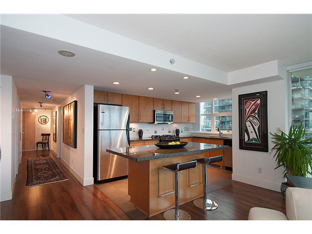 """Photo 8: Photos: 2205 120 MILROSS Avenue in Vancouver: Mount Pleasant VE Condo for sale in """"Brighton"""" (Vancouver East)  : MLS®# V1039028"""