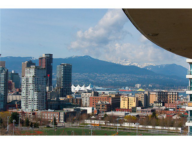 """Photo 2: Photos: 2205 120 MILROSS Avenue in Vancouver: Mount Pleasant VE Condo for sale in """"Brighton"""" (Vancouver East)  : MLS®# V1039028"""