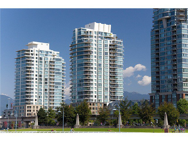 """Photo 3: Photos: 2205 120 MILROSS Avenue in Vancouver: Mount Pleasant VE Condo for sale in """"Brighton"""" (Vancouver East)  : MLS®# V1039028"""