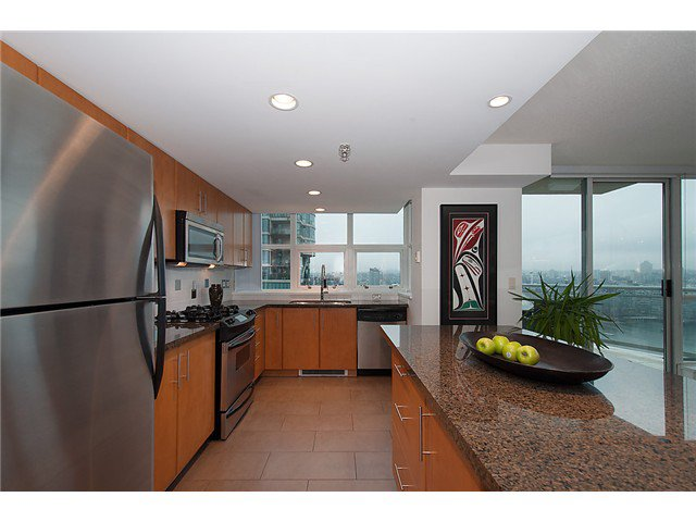 """Photo 10: Photos: 2205 120 MILROSS Avenue in Vancouver: Mount Pleasant VE Condo for sale in """"Brighton"""" (Vancouver East)  : MLS®# V1039028"""