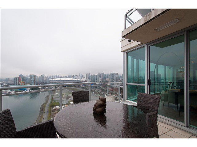 """Photo 12: Photos: 2205 120 MILROSS Avenue in Vancouver: Mount Pleasant VE Condo for sale in """"Brighton"""" (Vancouver East)  : MLS®# V1039028"""