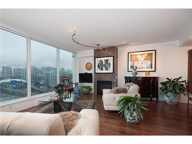 """Photo 6: Photos: 2205 120 MILROSS Avenue in Vancouver: Mount Pleasant VE Condo for sale in """"Brighton"""" (Vancouver East)  : MLS®# V1039028"""