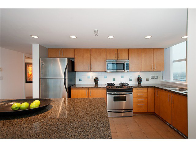 """Photo 9: Photos: 2205 120 MILROSS Avenue in Vancouver: Mount Pleasant VE Condo for sale in """"Brighton"""" (Vancouver East)  : MLS®# V1039028"""