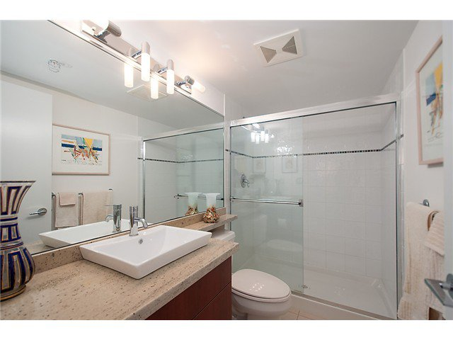 """Photo 18: Photos: 2205 120 MILROSS Avenue in Vancouver: Mount Pleasant VE Condo for sale in """"Brighton"""" (Vancouver East)  : MLS®# V1039028"""