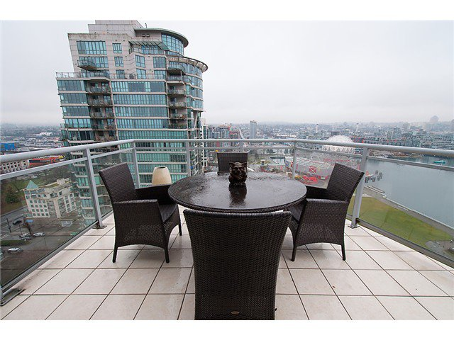 """Photo 11: Photos: 2205 120 MILROSS Avenue in Vancouver: Mount Pleasant VE Condo for sale in """"Brighton"""" (Vancouver East)  : MLS®# V1039028"""