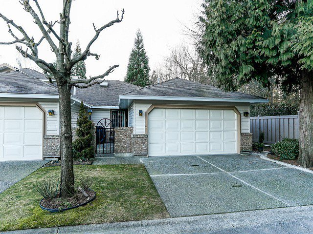 """Main Photo: 112 9781 148A Street in Surrey: Guildford Townhouse for sale in """"CHELSEA GATE"""" (North Surrey)  : MLS®# F1403028"""