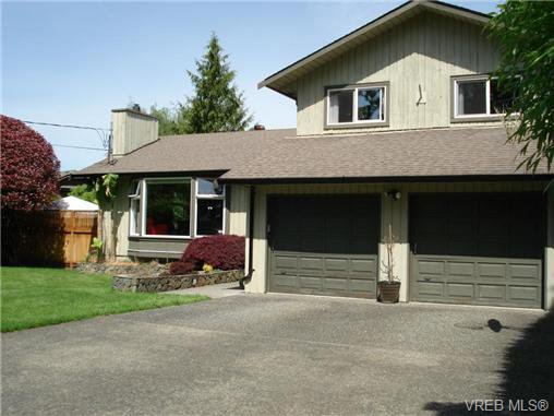 Main Photo: 954 Leveret Pl in VICTORIA: SE Lake Hill House for sale (Saanich East)  : MLS®# 671820