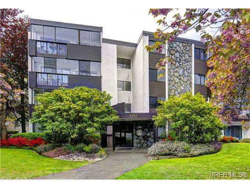 Main Photo: 305 1157 Fairfield Rd in VICTORIA: Vi Fairfield West Condo for sale (Victoria)  : MLS®# 684226