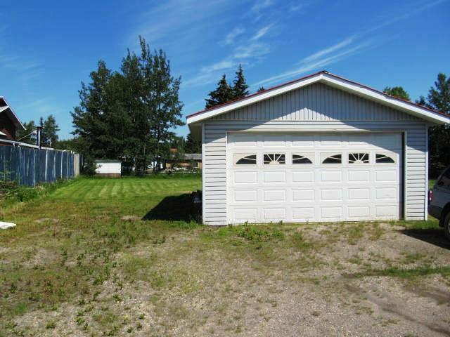 Photo 2: Photos: 12274 OAK Avenue in Fort St. John: Fort St. John - Rural W 100th House for sale (Fort St. John (Zone 60))  : MLS®# N241023