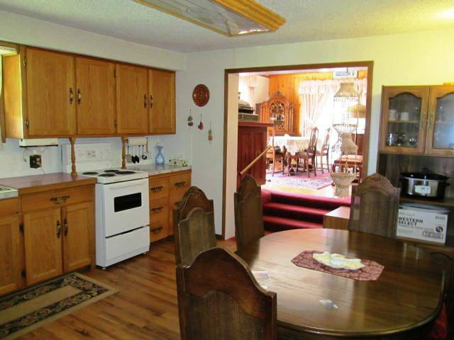Photo 6: Photos: 12274 OAK Avenue in Fort St. John: Fort St. John - Rural W 100th House for sale (Fort St. John (Zone 60))  : MLS®# N241023