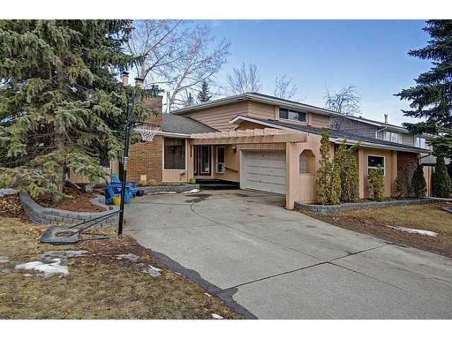 Main Photo: 116 LAKE PLACID Road SE in Calgary: Lk Bonavista Estates Residential Detached Single Family for sale : MLS®# C3654638