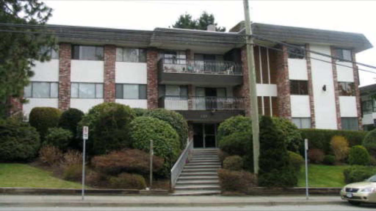 """Main Photo: 204 1330 MARTIN Street: White Rock Condo for sale in """"THE COACH HOUSE"""" (South Surrey White Rock)  : MLS®# R2067550"""
