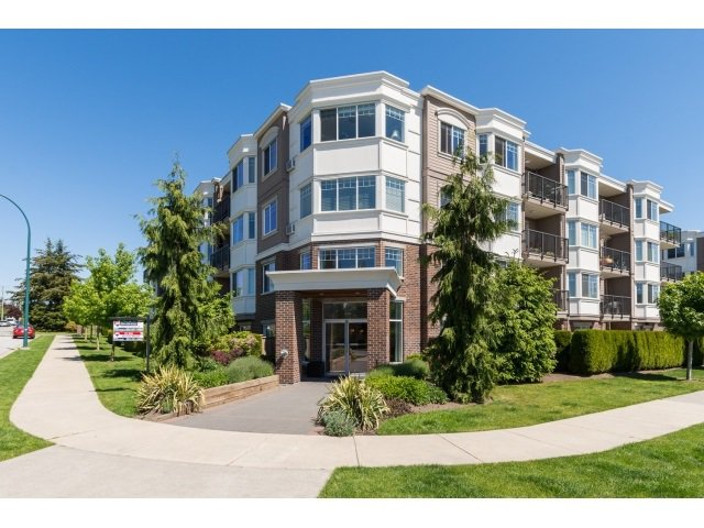 "Main Photo: PH5 15357 ROPER Avenue: White Rock Condo for sale in ""REGENCY COURT"" (South Surrey White Rock)  : MLS®# R2068178"