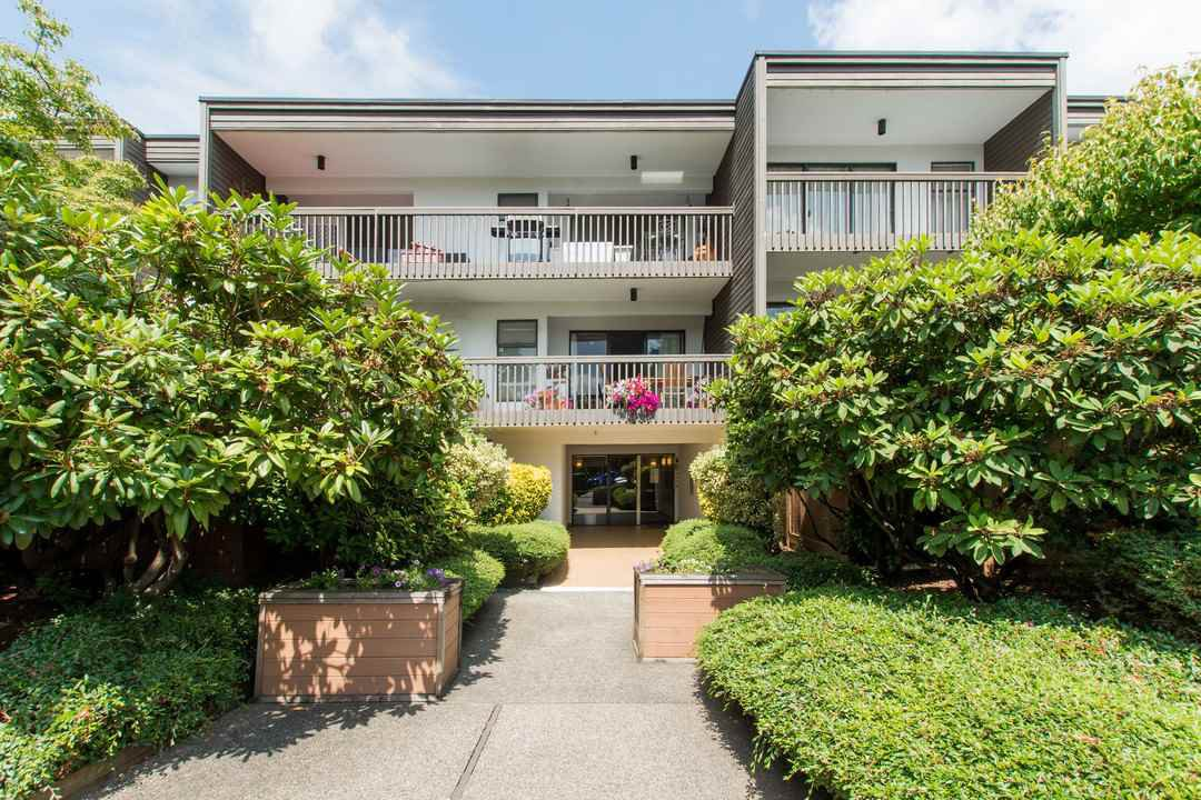 "Main Photo: 309 265 E 15TH Avenue in Vancouver: Mount Pleasant VE Condo for sale in ""THE WOODGLEN"" (Vancouver East)  : MLS®# R2092544"