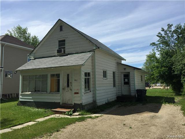 Main Photo: 205 2nd Avenue Northeast in Dauphin: R30 Residential for sale (R30 - Dauphin and Area)  : MLS®# 1622111