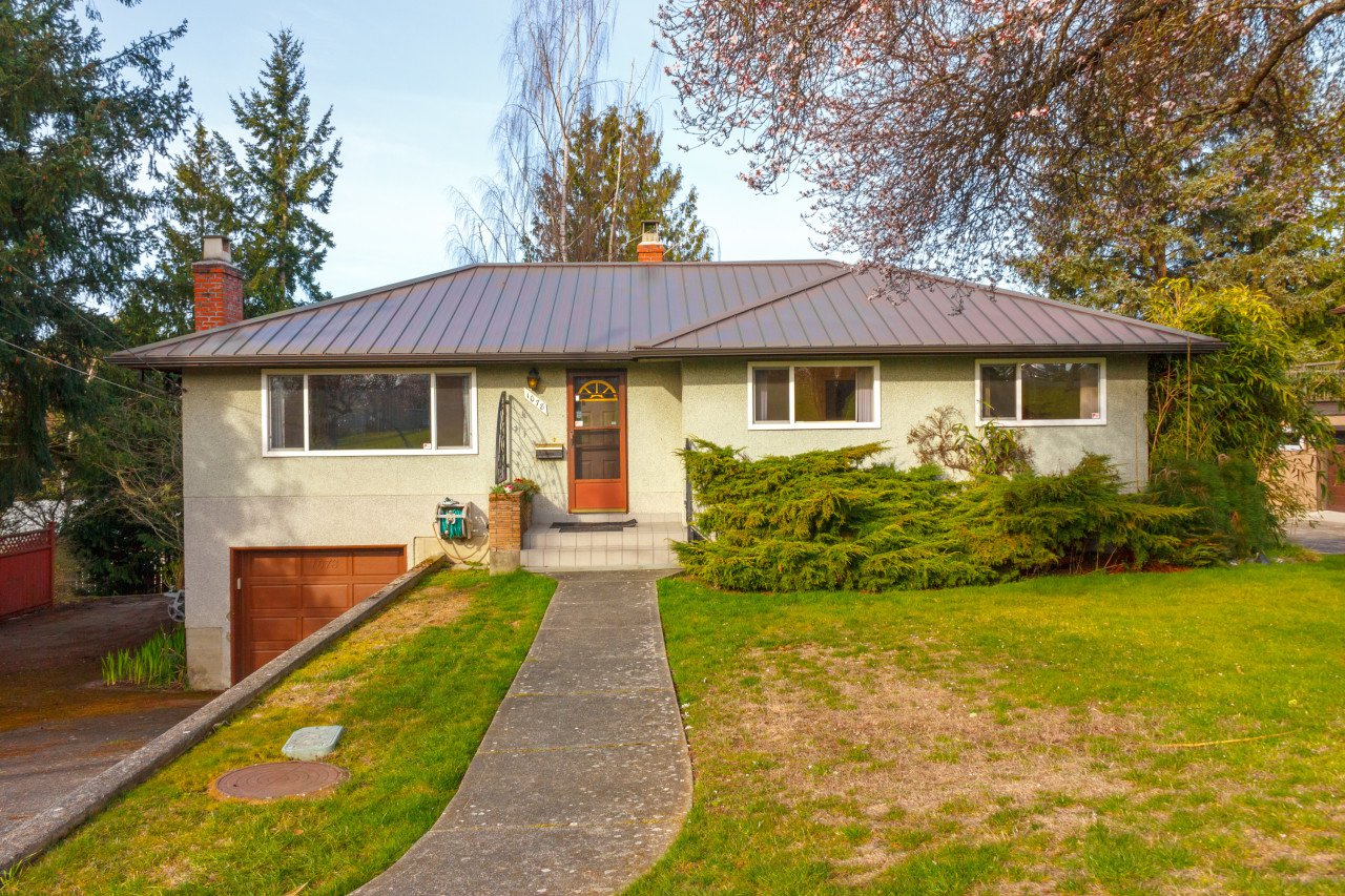 Main Photo: 1078 Gosper Crescent in VICTORIA: Es Kinsmen Park Single Family Detached for sale (Esquimalt)  : MLS®# 388744