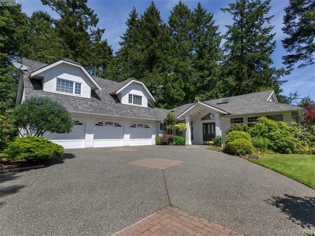 Main Photo: 1057 Losana Pl in BRENTWOOD BAY: CS Brentwood Bay House for sale (Central Saanich)  : MLS®# 789243