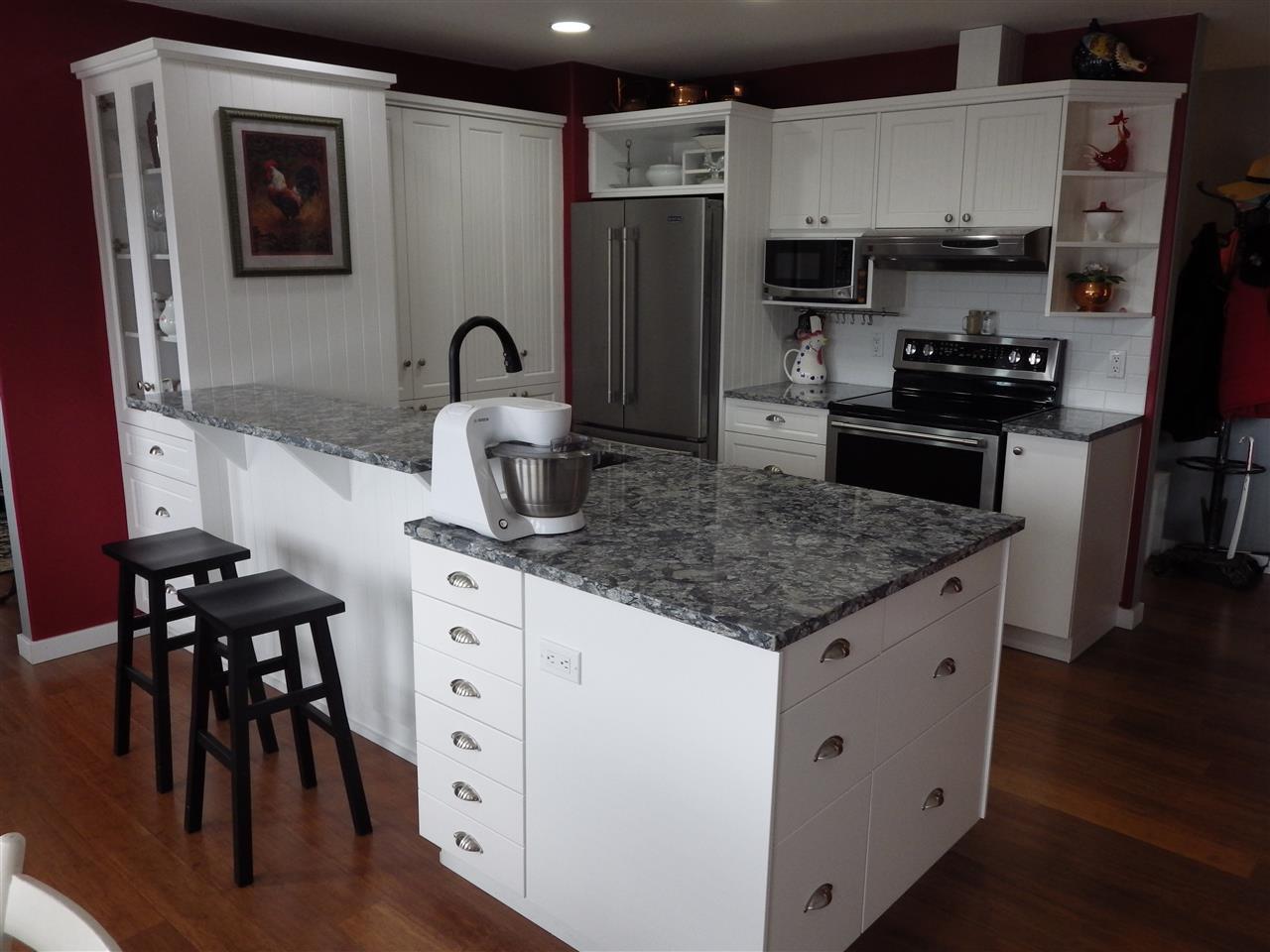 Photo 2: Photos: 5599 MEDUSA Place in Sechelt: Sechelt District House for sale (Sunshine Coast)  : MLS®# R2344394