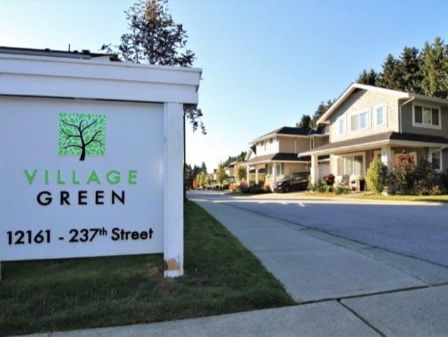 "Main Photo: 52 12161 237 Street in Maple Ridge: East Central Townhouse for sale in ""VILLAGE GREEN"" : MLS®# R2351509"